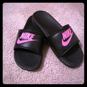 Nike slides.    Like new!!!